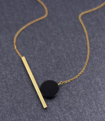 Collier lune noire geometrique