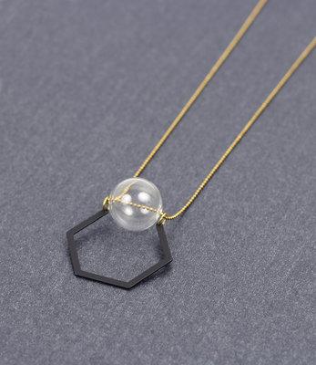 Sautoir hexagone et bulle de verre