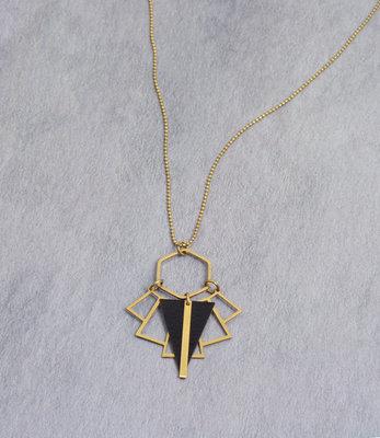 Sautoir triangle art deco noir mat dore