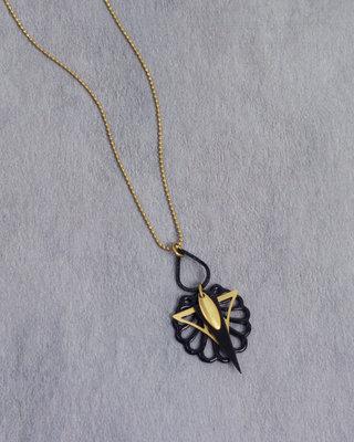 Sautoir art deco delicat noir mat dore